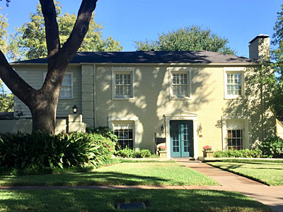 The Bergfeld-Jarvis Home<br> 520 E. Third Street<br> 1939— Colonial Revival<br> Azalea Residential District