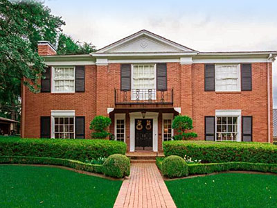 The Kittrell-Thomas Home<br> 324 W.Eighth Street<br> 1937 Colonial Revival<br> Azalea Residential District