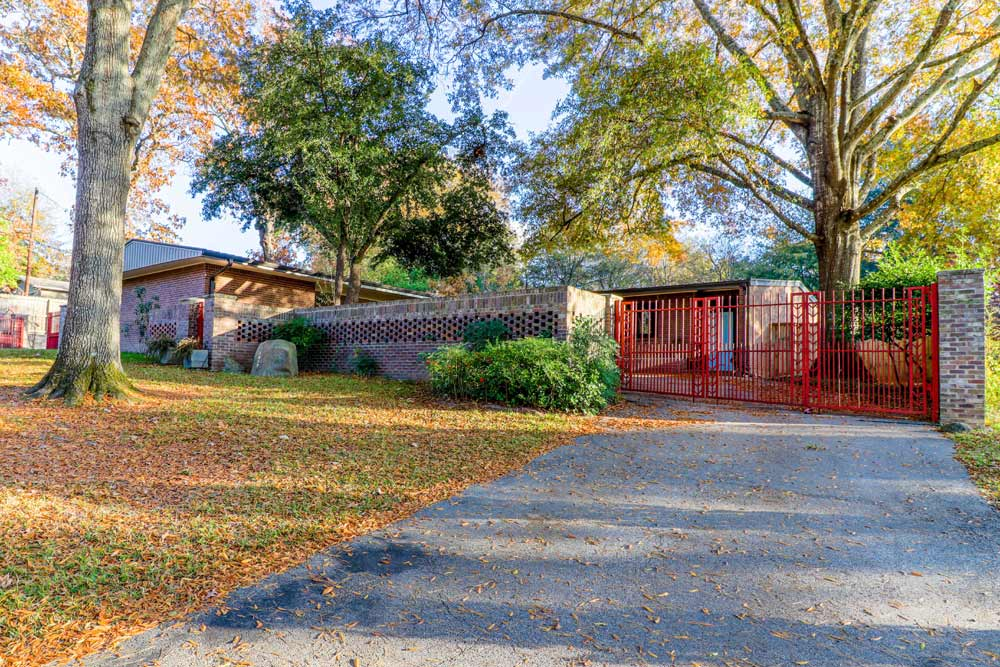 <b>The Fisher House<br> 1617 McDonald Road</b><br>Bruce Goff House<br> 1952 – Post War Ranch